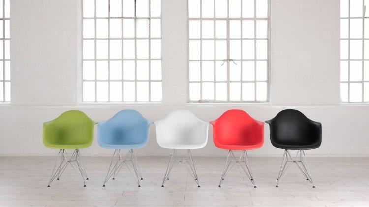 eames-plastic-chair-moderne-einrichtung-farben-erhaeltlich-schale-metallgestell