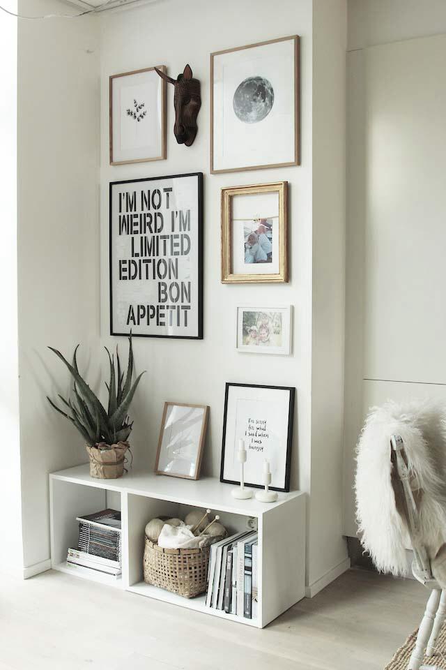 composição de posteres e objetos decorativos