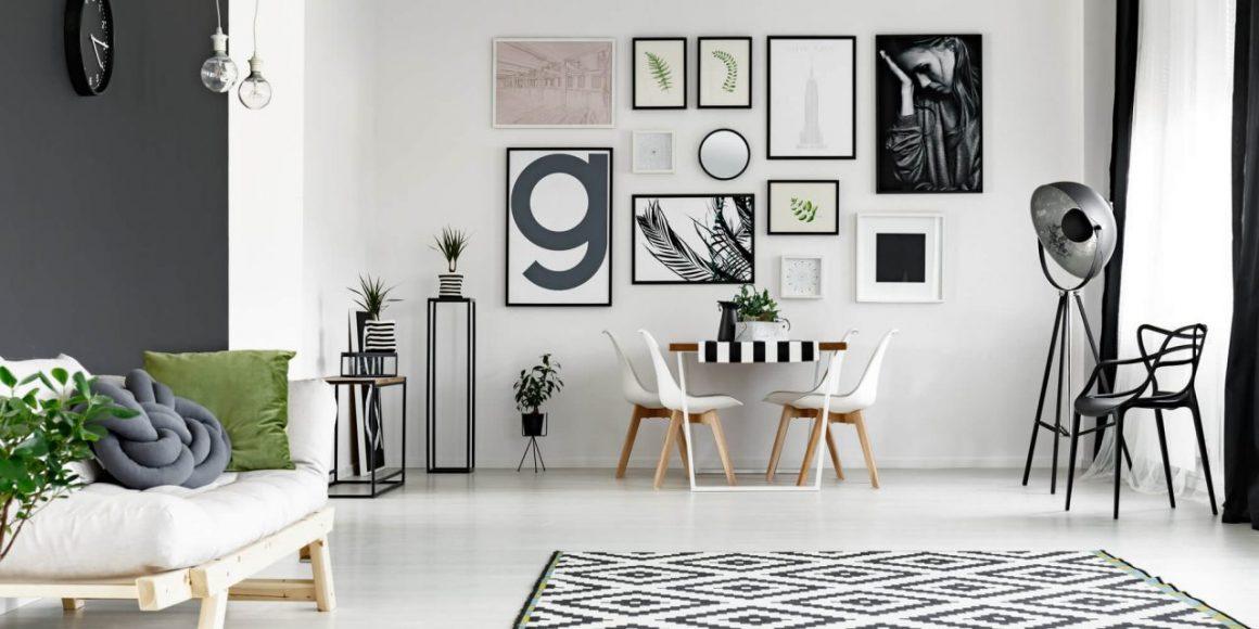 composição de posteres em cima da mesa de jantar