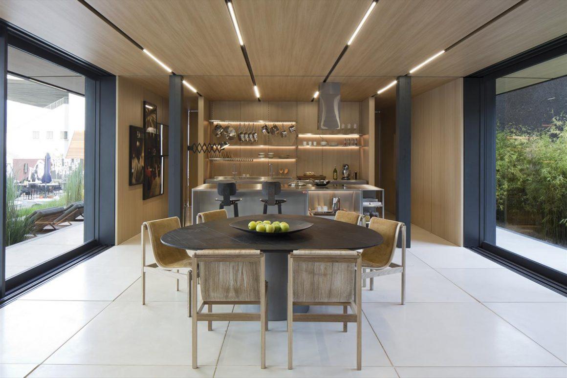 sala de jantar da sys house com interior projeto por arthur casas