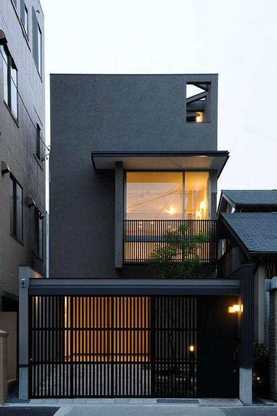 casa urbana com exterior pintado em preto.