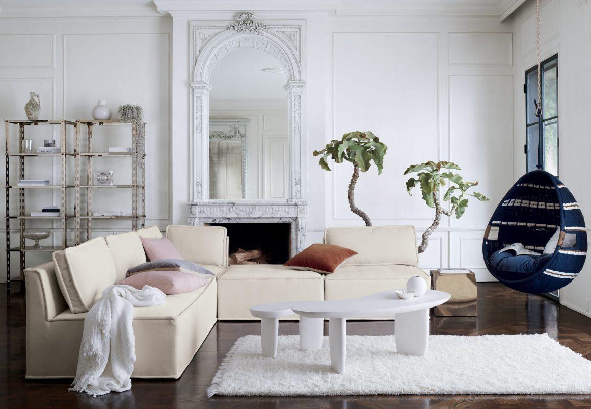 sala com sofá modular contemporâneo