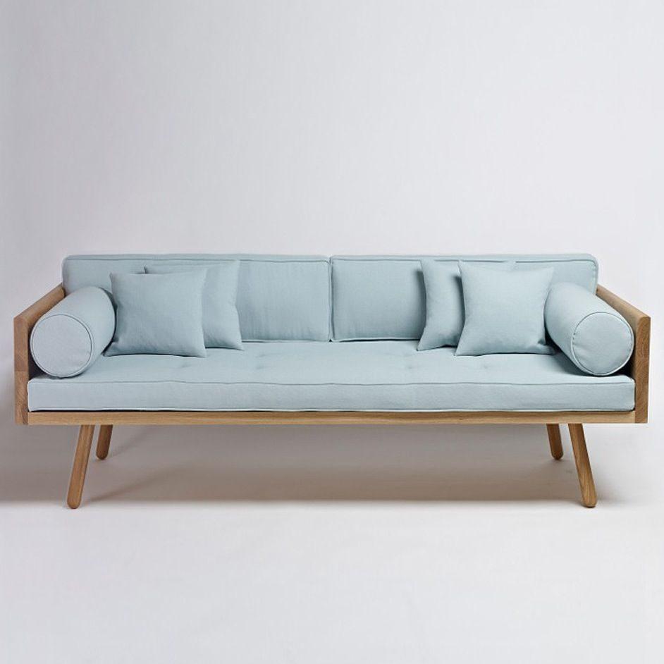sofá retrô azul com pé palito