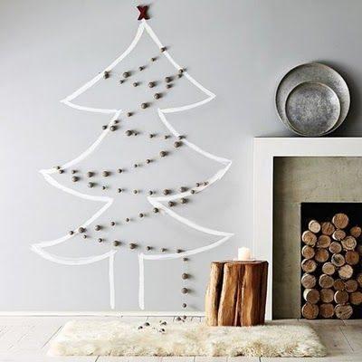 árvore de natal desenhada em branco na parede