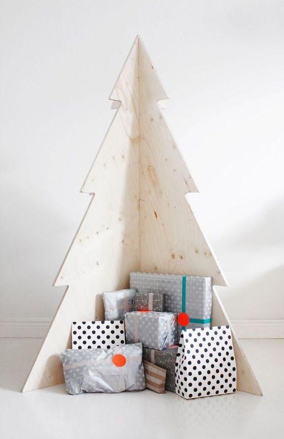 árvore de natal feita em placa de madeira