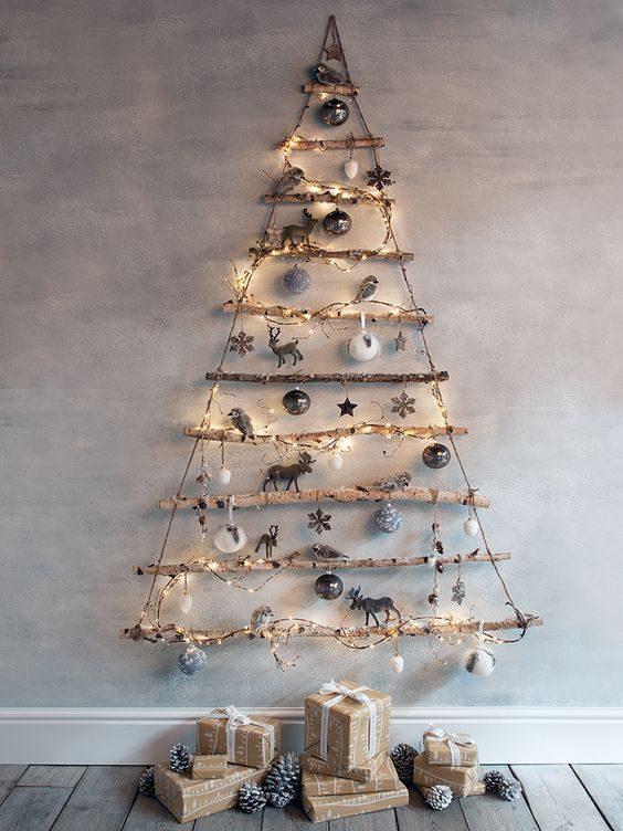 árvore de natal de galhos decorada