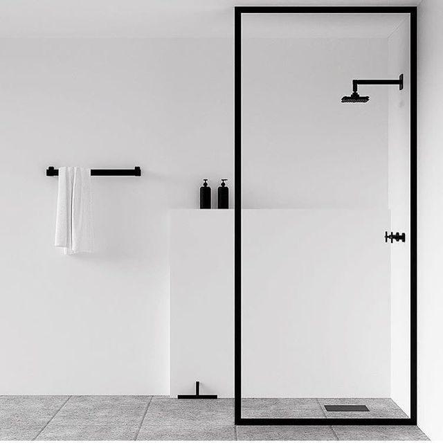 banheiro minimalista todo branco