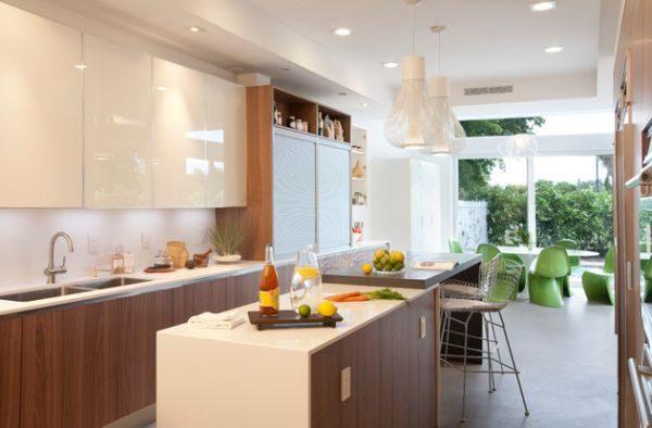 cozinha toda offwhite com portas em vidro