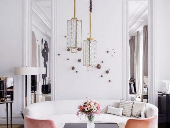 Sala de estar linda com poltronas rosa