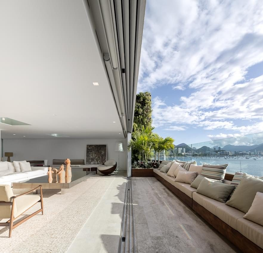 sacada do apartamento urca projetado pelo studio arthur casas