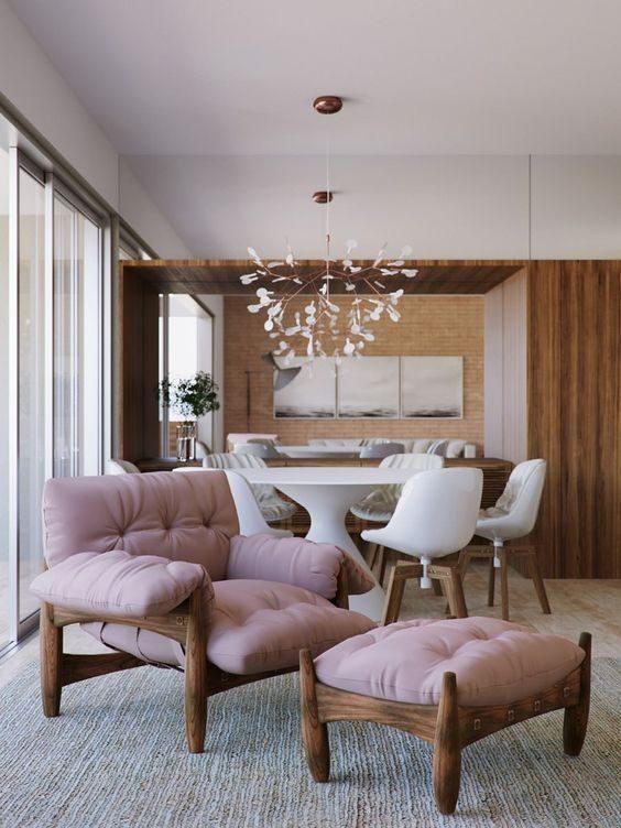 apartamento decorado com cadeira mole na cor rosa
