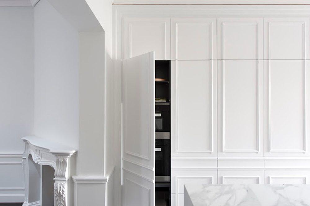 armario branco com boiseries