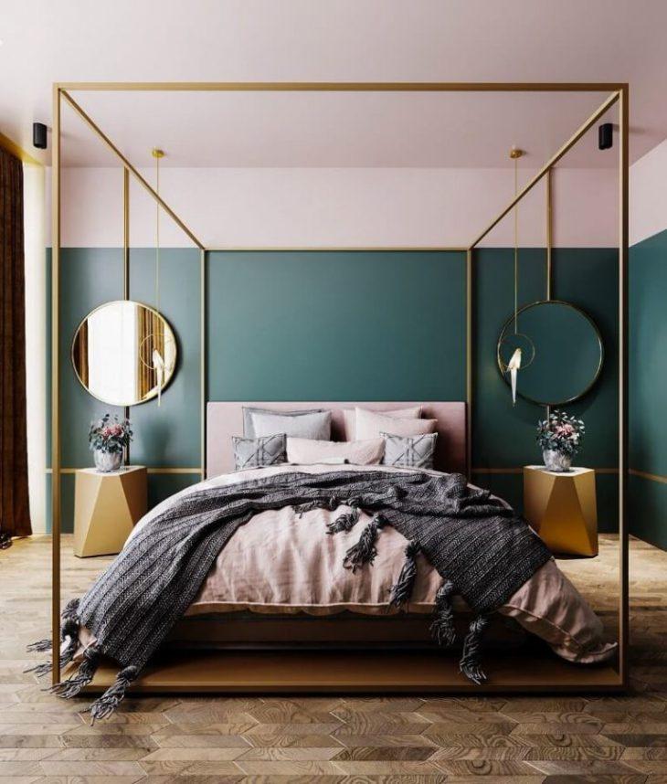 cama com dossel dourado