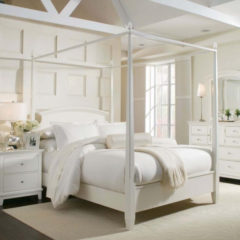 cama com dossel branco