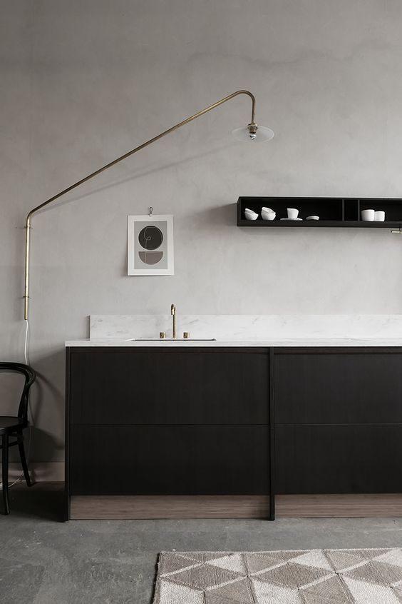 cozinha contemporânea preto e branca.