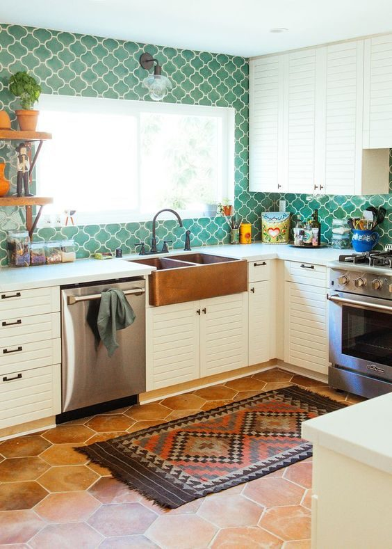 cozinha colorida em jungalow style