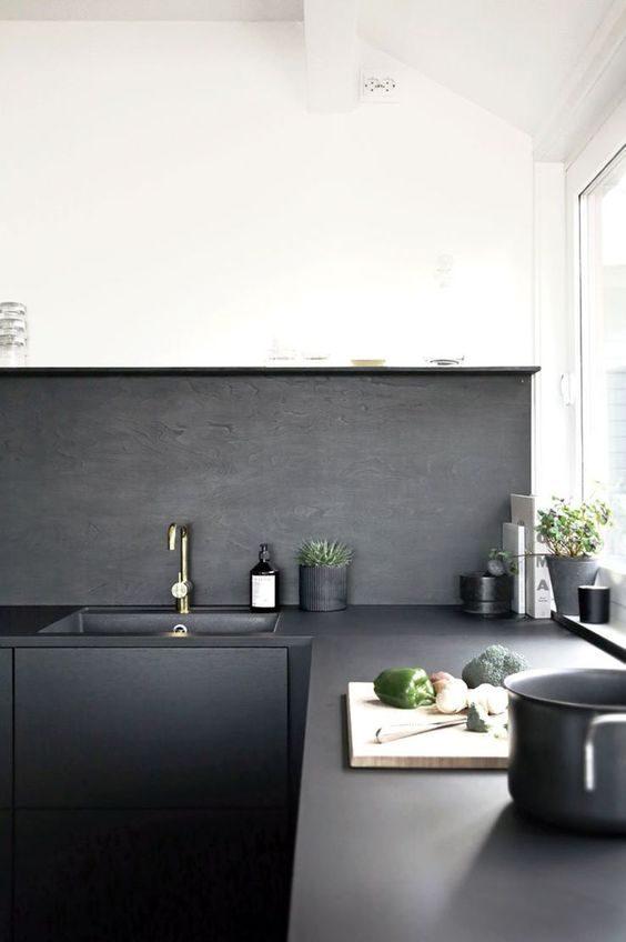 cozinha preta de mood minimalista