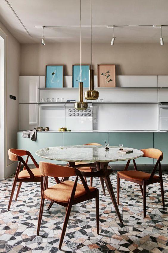 cozinha com armário neo-mint e parede neutra.