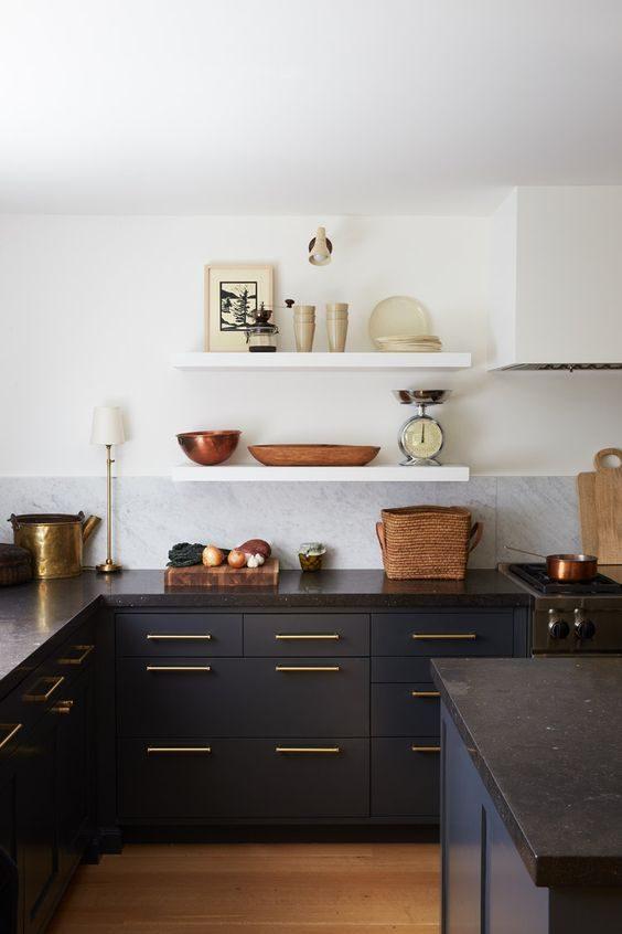 cozinha preto e branca com mood vintage