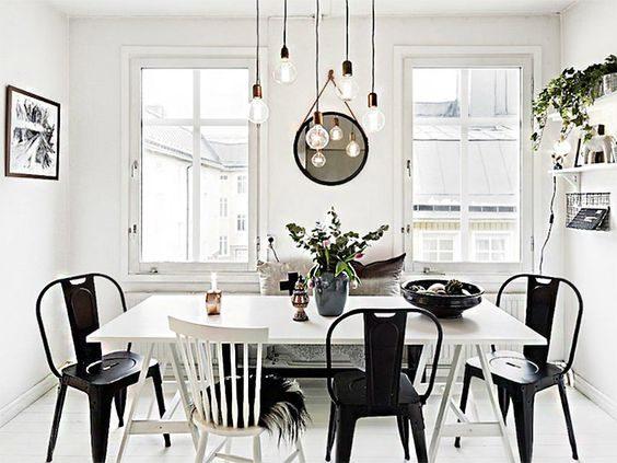 jantar escandinavo com cadeiras pretas