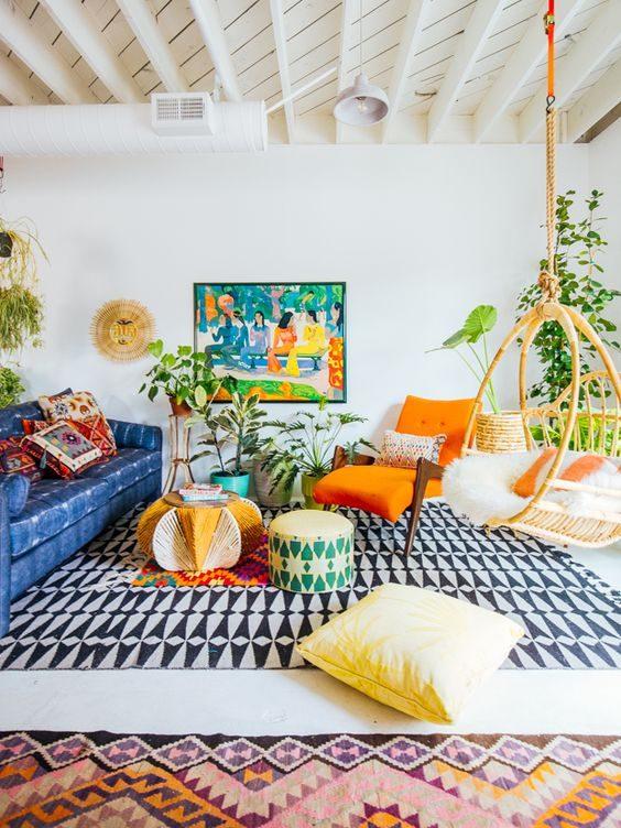jungalow style com mix de estampas em sala de estar.