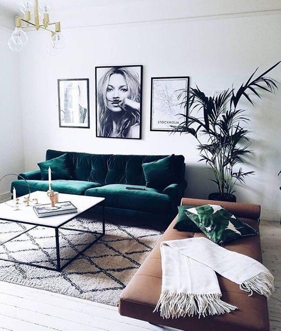 sala estilo boho com sofá efeito metalizado