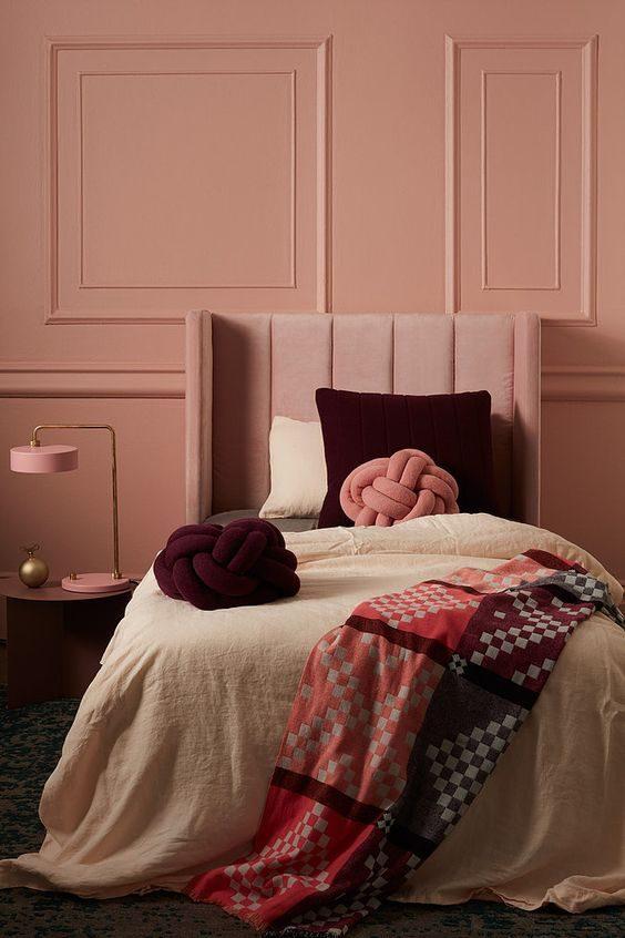 parede rosé quartz e cabeceira rosa
