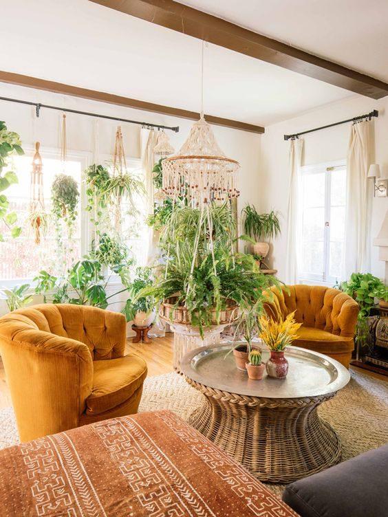 sala de estar super vegetada em estilo jungalow style
