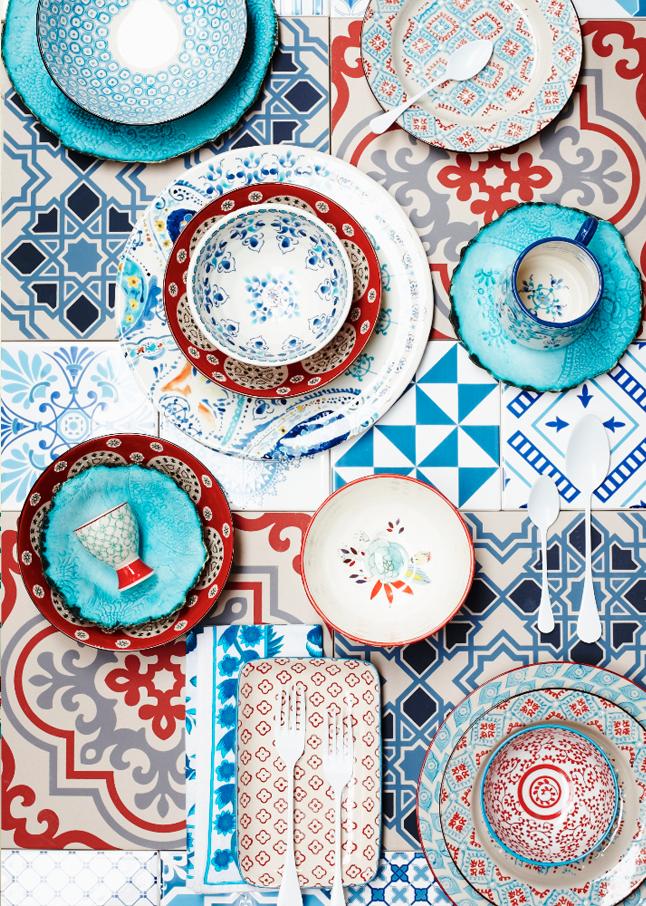 mix de pratos vermelho e azul