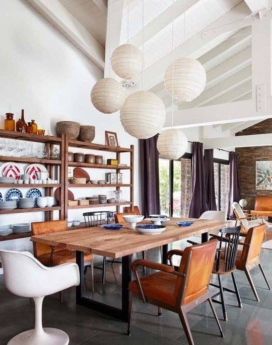 sala de jantar com lustre oriental branco