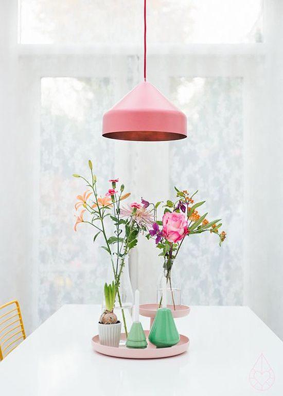 lustre rosa na sala de jantar