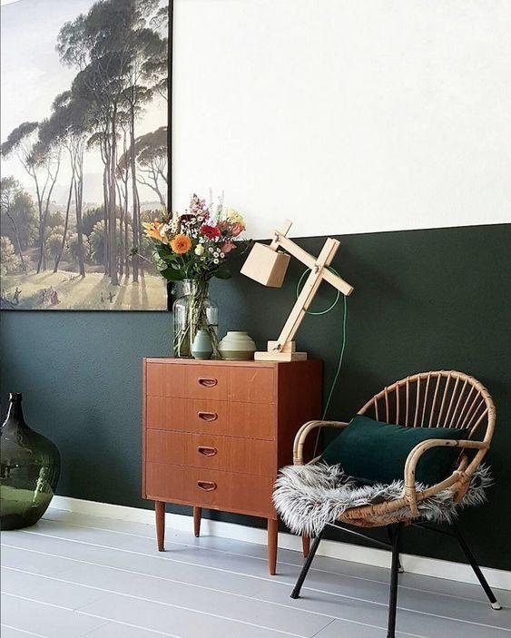 estar com meia parede pintada de verde escuro
