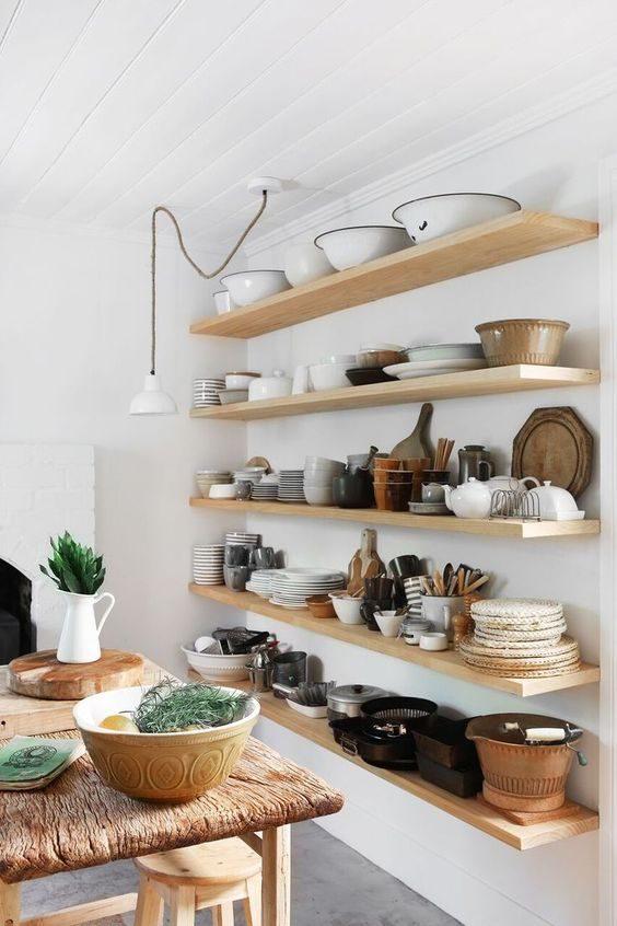 cozinha com estilo rústico com open shelving