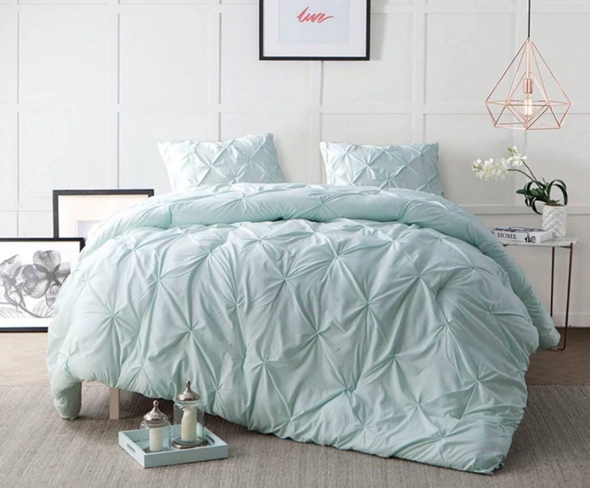 cama com edredom verde agua