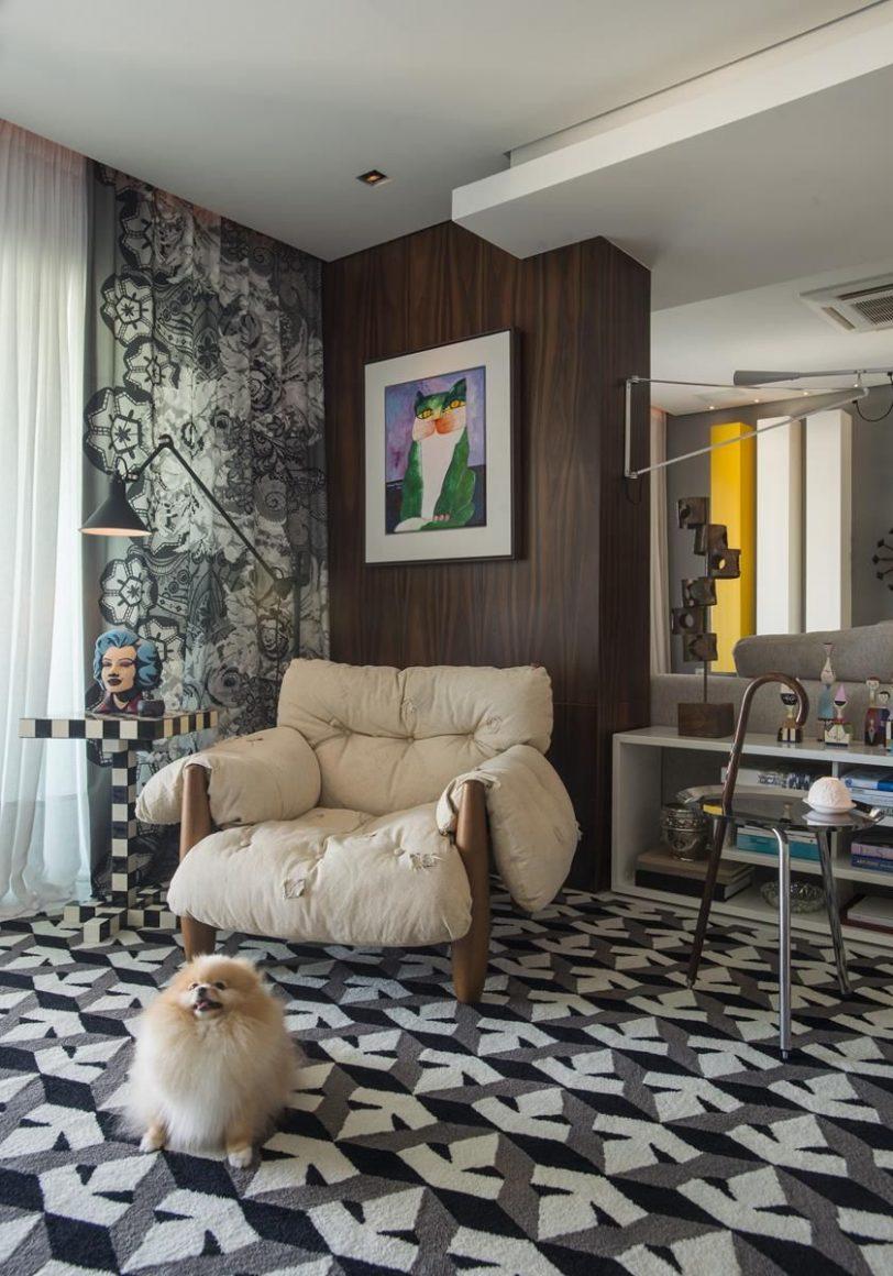sala de estar maximalista com poltrona mole