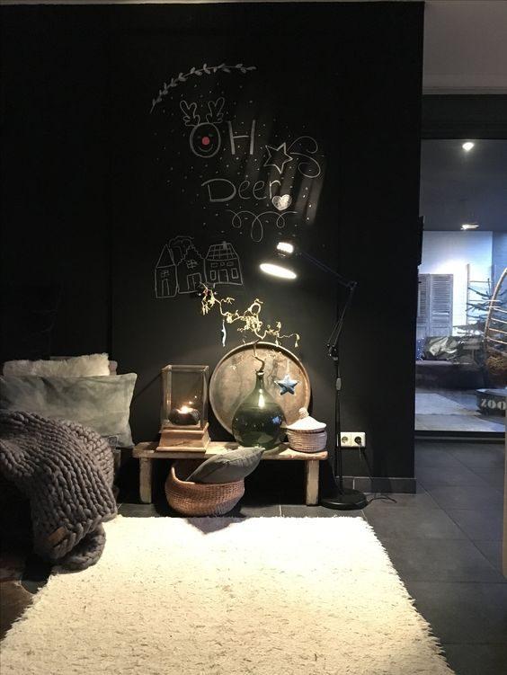 dormitório minimalista, escandinavo totalmente preto.
