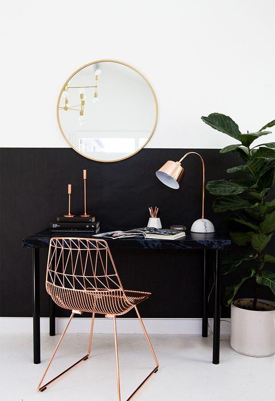 meia parede pintada de preto
