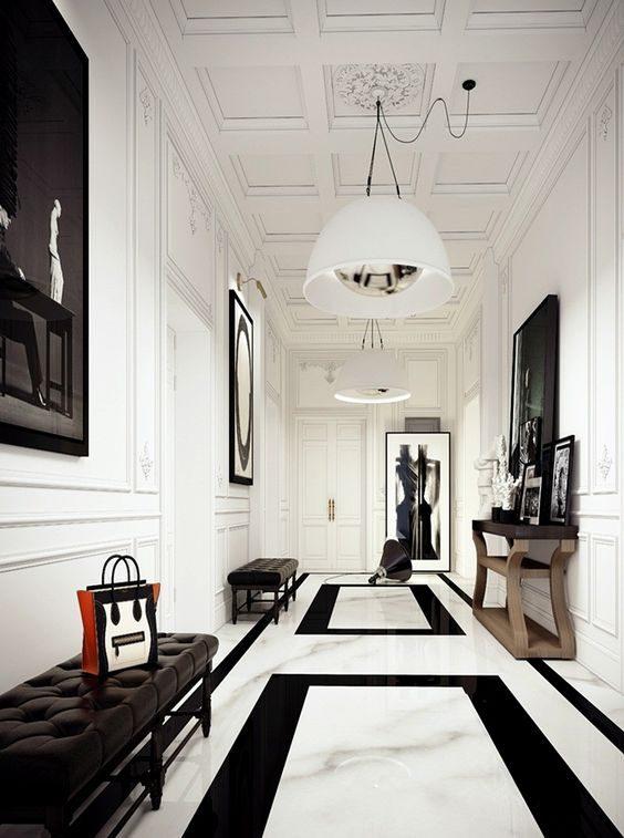 corredor com piso geométrico em preto e branco