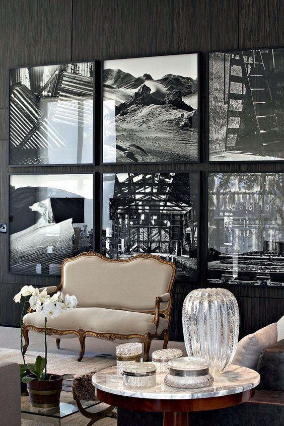 decoração com paredes em preto mescladas com móveis antigos
