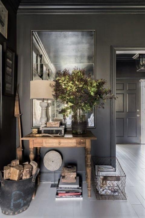 decoração rústica em ambiente totalmente pintado com preto.