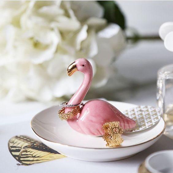 pratinho de anel com flamingo rosa