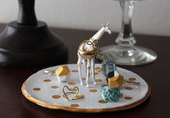 pratinho de anel com girafa