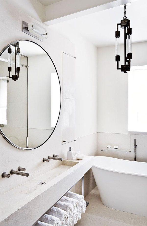 espelho redondo com moldura prateada