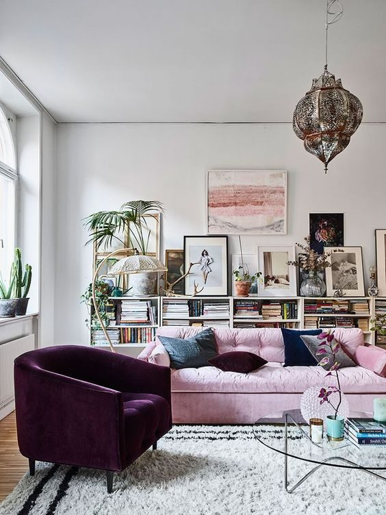 poltrona em veludo mealizado na sala de estar contemporânea