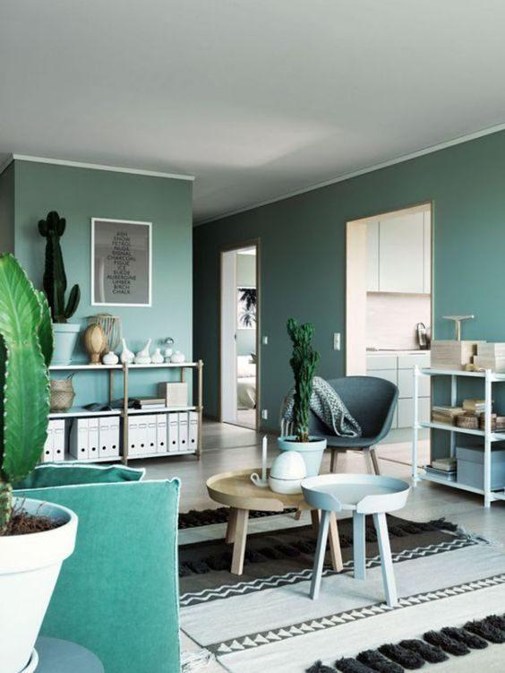 sala de estar completamente decorada com verde neo-mint