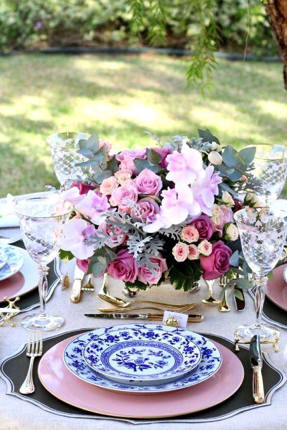 ideais de pratos coloridos para mesa posta