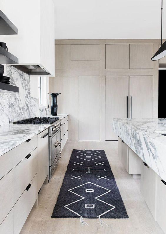 Tudo o que você precisa saber sobre ter um tapete na cozinha