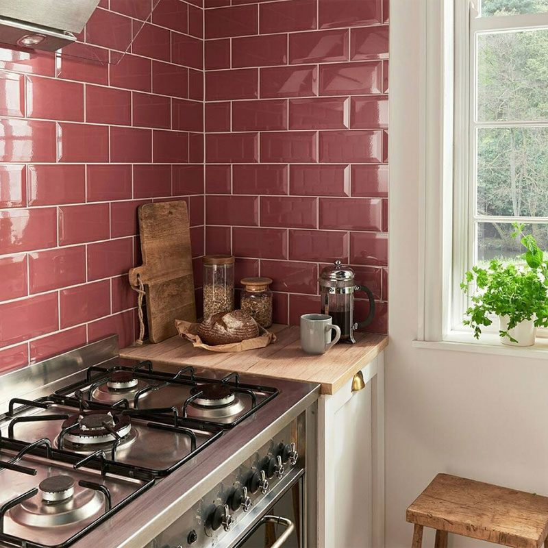 cozinha revestida em subway tile rosa