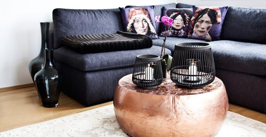 Mobiliário solto na cor cobreÉ muito fácil utilizar essa tendência em mobiliário solto como mesas, cadeiras e carrinhos de bar. São objetos mais pontuais que não carregam muito e ao mesmo tempo se em cobre podem transformar o ambiente.
