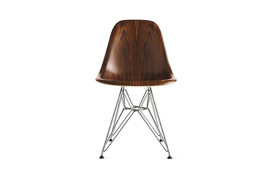 Cadeira Eames Molded Wood com pés metálicos
